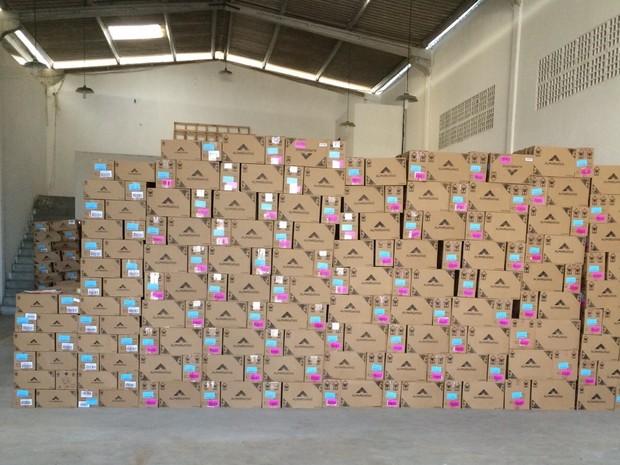 Carga de calçados foi apreendida em depósito em Campina Grande (Foto: Osvaldo Dunga / Arquivo Pessoal)