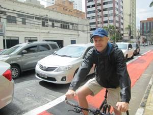 Alemão diz que cultura de utilizar bicicletas deve vir com o tempo (Foto: Caio Prestes/G1)