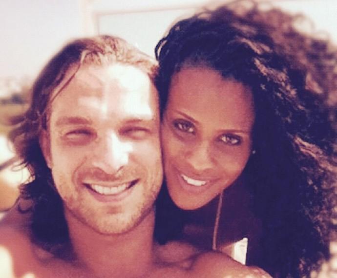 Igor e Aline posam agarradinhos (Foto: Arquivo Pessoal)