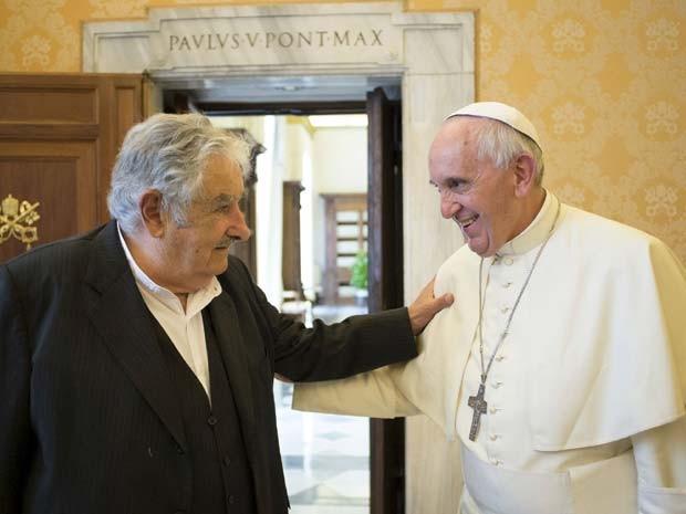 Papa Francisco e José Mujica conversaram sobre integração na América Latina em encontro nesta quinta-feira (28) no Vaticano (Foto: REUTERS/Osservatore Romano )