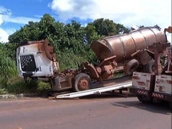 Caminhão transportava leite e saiu de Itaúba com destino a Sinop (Foto: Reprodução/TVCA)