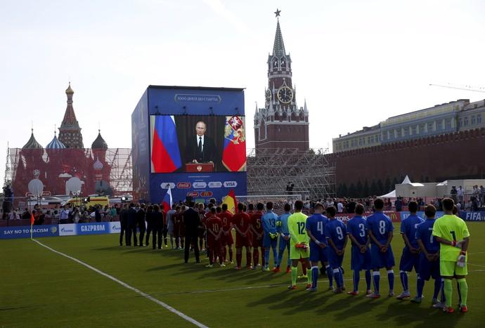 Vladimir Putin discursa telão Praça Vermelha Rússia Copa do Mundo 2018 (Foto: REUTERS/Maxim Zmeyev)
