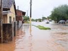Prefeitura retira 25 das 40 famílias que tiveram casas alagadas, diz secretário