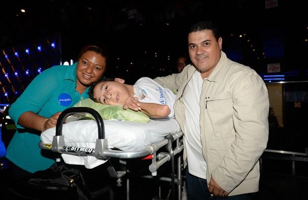 Fã com necessidades especiais foi ao show e conheceu Luan Santana (Foto: Francisco Cepeda/AgNews)