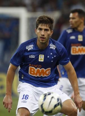 Lucas Silva, volante do Cruzeiro (Foto: Gualter Naves/Light Press)