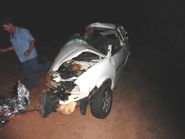 Veículo ficou completamente destruído (Foto: Antonio Brito / Rádio Integração FM)