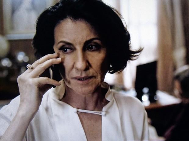 Gilda fica sem reação (Foto: O Rebu / TV Globo)