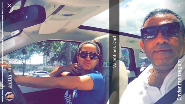 Anitta com o pai (Foto: Reprodução/Instagram)