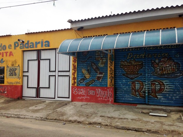 Menina foi atropelada quando pai entrava na garagem de estabelecimento em Praia Grande, SP (Foto: Cassio Lyra/G1)