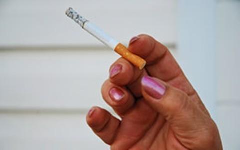 É preciso persistência para abandonar o cigarro, diz especialista