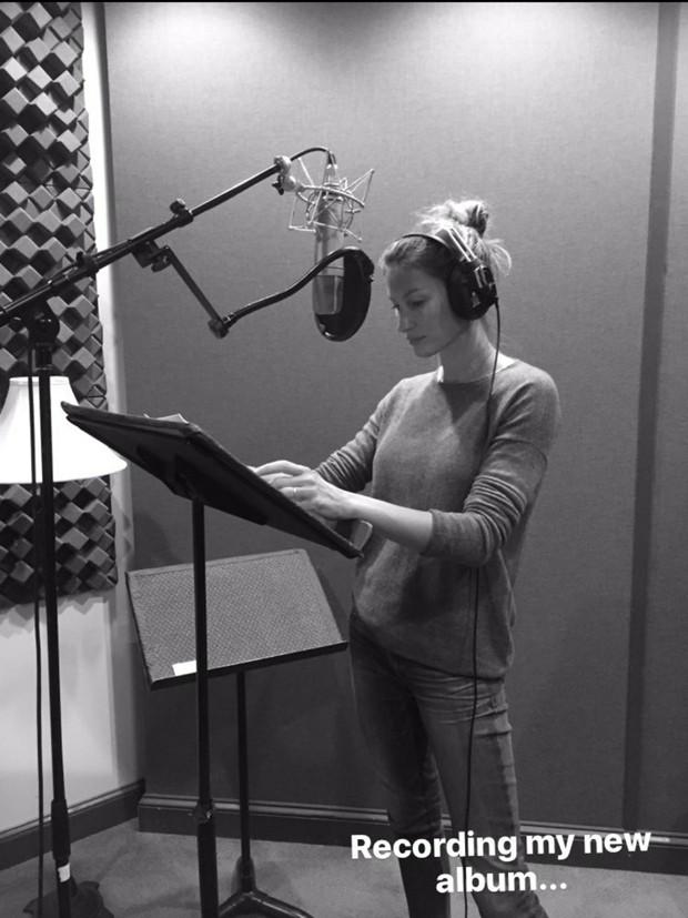 """Gisele Bündchen: """"Gravando meu novo álbum"""" (Foto: Reprodução/Instagram)"""
