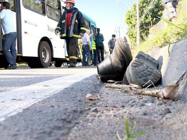 Quarenta pessoas ficam feridas em acidente com ônibus (Foto: Fernando Estevão/ TV Gazeta)