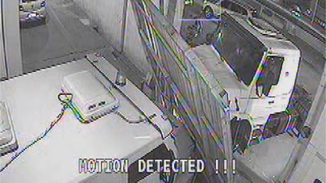 Imagens das câmeras de segurança durante assalto (Foto: Reprodução/TV Tribuna)