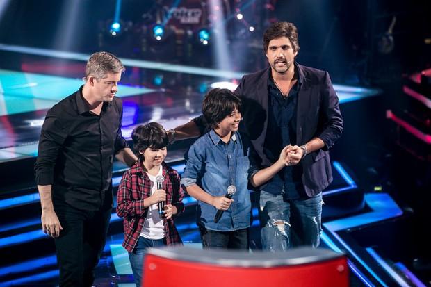 Enzo e Eder com Victor e Leo (Foto: Isabella Pinheiro/Globo)