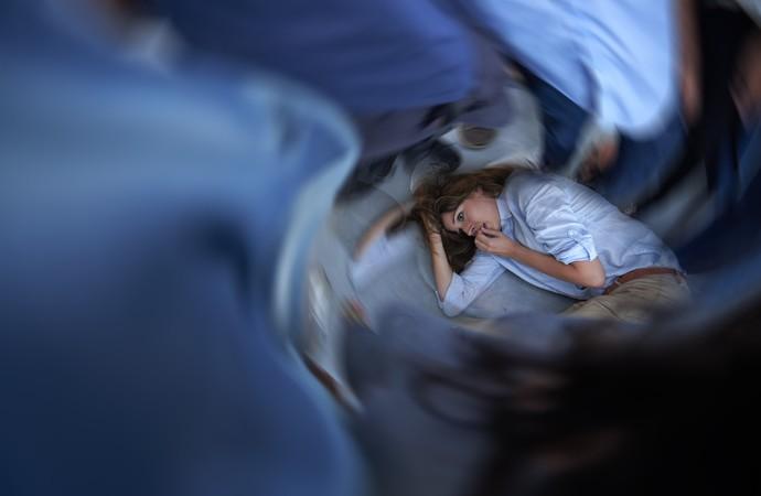 Mulher com tontura euatleta (Foto: iStock Photo)
