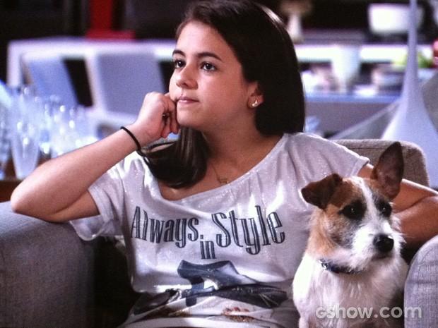Paulinha conta que o pai biológico está apaixonado (Foto: Amor à Vida/TV Globo)