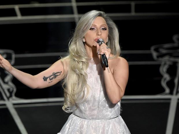Lady Gaga faz homenagem a 'A noviça rebelde' no Oscar 2015 (Foto: John Shearer/Invision/AP)