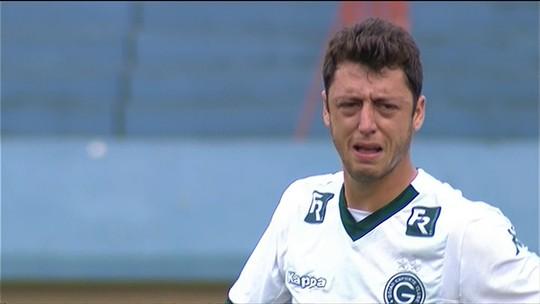 """Felipe Menezes chora em campo no Serra: """"Assustei com dor muito forte"""""""