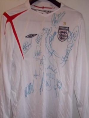camisa da Inglaterra  leilão  David James (Foto  Reprodução ... e71298684c84d