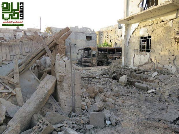 Barzeh, perto de Damasco, também teve confrontos neste sábado (1º) (Foto: AP Photo/Local Council of Barzeh)