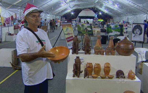 Artesão expondo seu produto na Feira de Natal (Foto: Reprodução/TV Amapá)