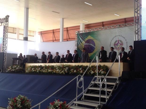 Deputados estaduais eleitos de RO fizeram juramento e foram empossados neste domingo (Foto: Karla Cabral/G1)