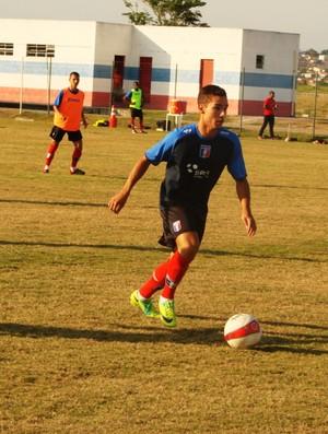 Caio Augusto, meia do Guaratinguetá sub-20 (Foto: Filipe Rodrigues/ Globoesporte.com)