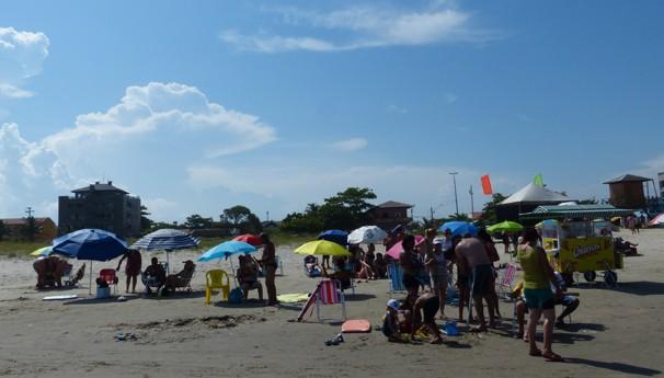 Muita gente veio curtir o sábado no balneário de Santa Terezinha (Foto: Divulgação/ RPC)