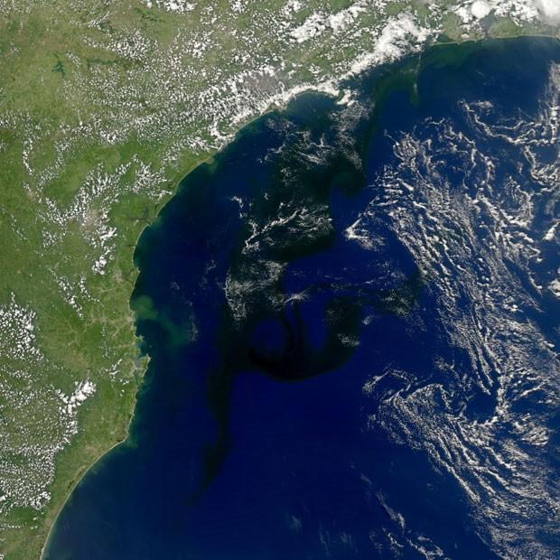 G1 imagem da nasa mostra mancha de algas no litoral do for Mostra nasa