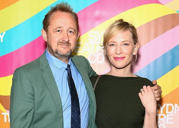 A atriz Cate Blanchett e seu marido, o diretor de teatro Andrew Upton, adotaram uma menininha em março de 2015. Eles já tinham três meninos. (Foto: Getty Images)