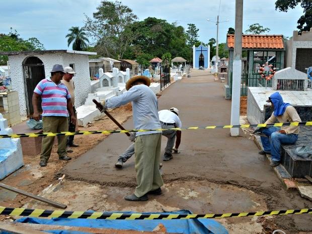 Familiares tem até o dia 31 para fazer limpeza de túmulos (Foto: Edivaldo Souza/G1)
