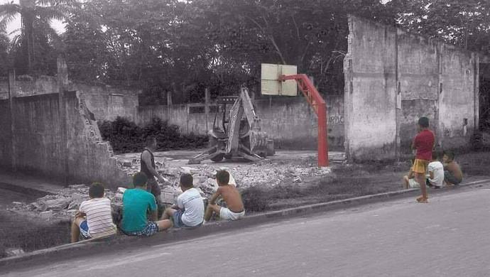 Prefeitura destrói quadra de basquete improvisada no Acre; atletas lamentam (Foto: Flavio Hiroshi/arquivo pessoal)