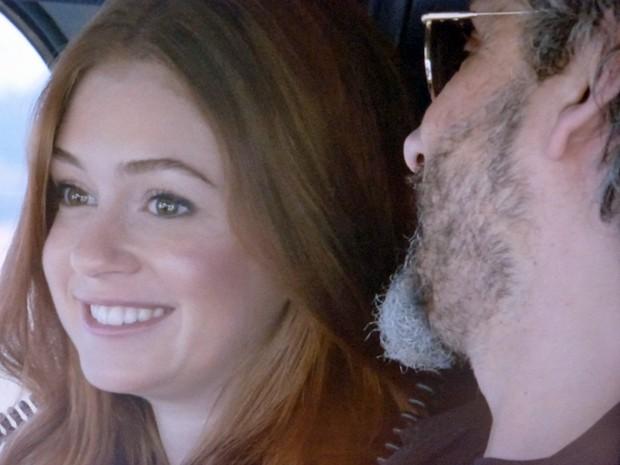 Isis fica encantada com a viagem  (Foto: TV Globo)