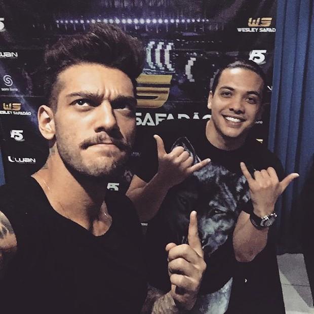 Lucas Lucco e Wesley Safadão em show na Zona Oeste do Rio (Foto: Instagram/ Reprodução)