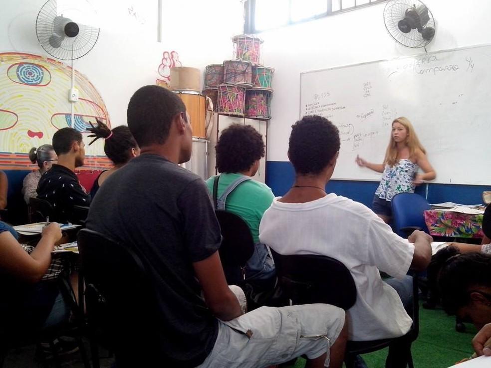 Alunos do Jovem de Expressão em oficina de jornalismo comunitário (Foto: Dayane Gonçalves/Jovem de Expressão)