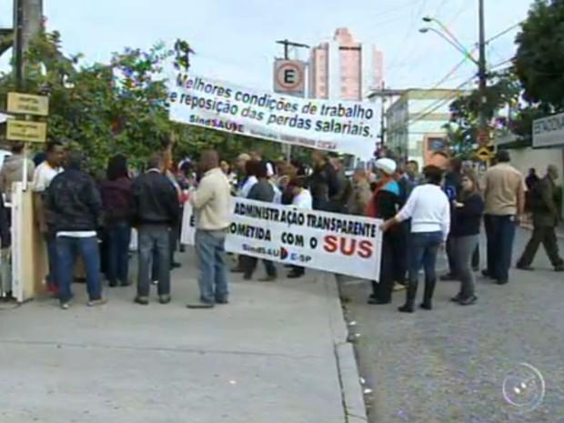 Revistas percorreram as ruas para apresentar as reivindicações (Foto: Reprodução/TV TEM)