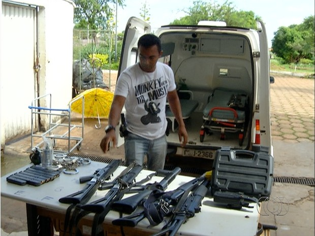 Armas entregues pelos policiais civis estão em poder do Estado (Foto: Reprodução/TV Anhanguera)
