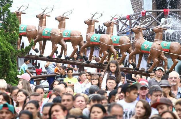 O Som de Natal 2015 aconteceu em Curitiba e contou com a presença de mais de 10 mil pessoas. (Foto: Luiz Renato Correa/ RPC)