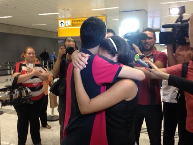O reencontro de Ahmad e namorada (Foto: Paulo Toledo Piza/G1)