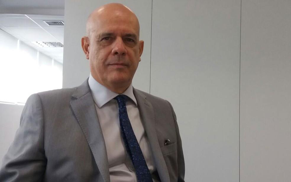 Presidente do INPI, Luiz Otávio Pimentel destaca que, além de mais examinadores, é preciso mais recursos para dinamizar análise de marcas e patentes no Brasil (Foto: Daniel Silveira/G1)