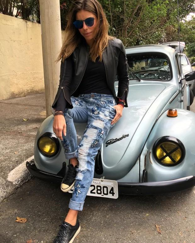 Daniella Cicarelli mostra como usar looks estilosos com tênis confortável  (Foto: Reprodução do Instagram)