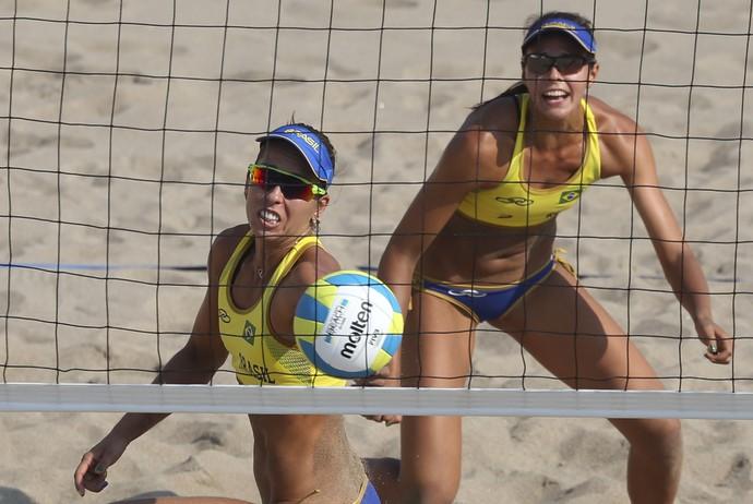 Lili e Carol no torneio de vôlei de praia dos Jogos Pan-Americanos de Toronto (Foto: Washington Alves/Exemplus/COB)