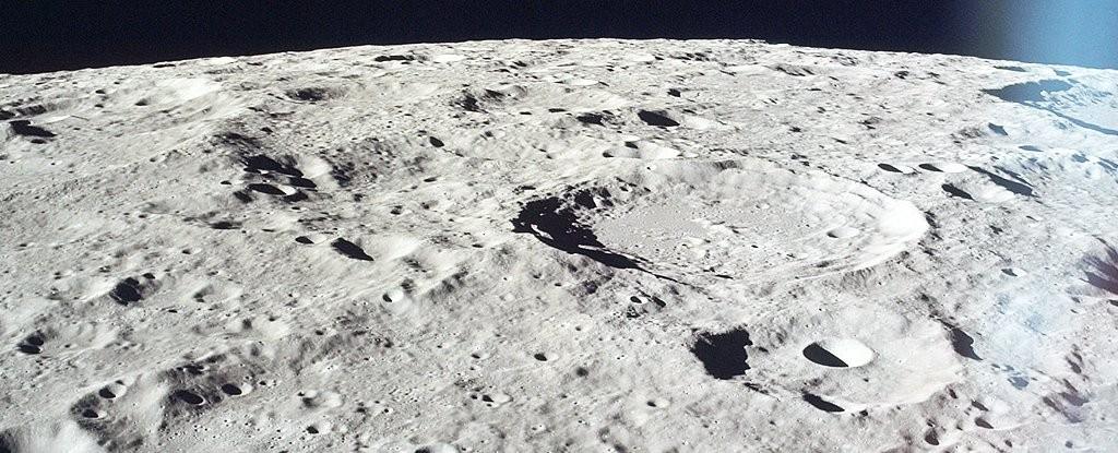 Água fica concentrada no manto da Lua (Foto: Arquivo do Projeto Apollo / Domínio Público)
