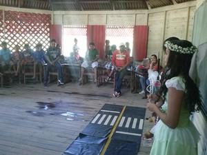Índios são orientados em Cruzeiro do Sul (Foto: Francisco Rocha/G1)