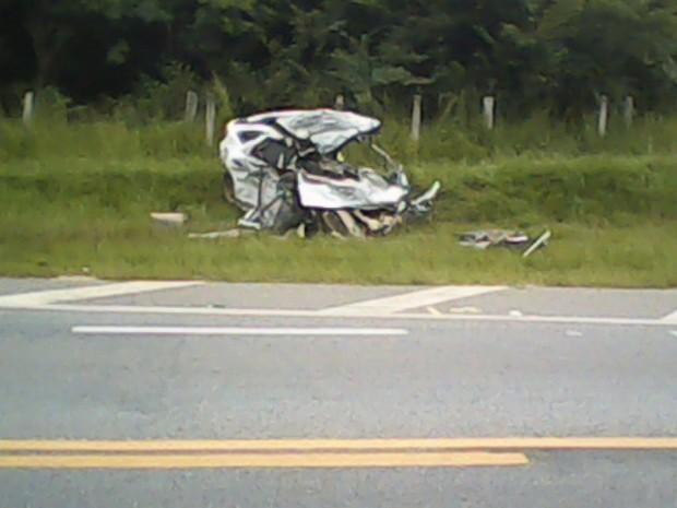 Acidente na rodovia Raposo Tavares deixou acidente totalmente destruido em Sorocaba, SP (Foto: Stanley Rabello / Jornal Gazeta)