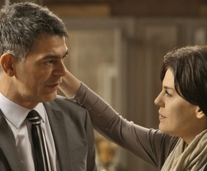Orlando continua tentando se aproximar de Nelita e diz que não vai desistir (Foto: TV Globo)