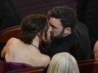 Ben Affleck ganha beijo da mulher, Jennifer Garner, após ser premiado