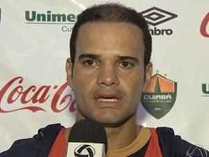 Ewerton diz que apelido do craque argentino traz sorte (Foto: Reprodução/TVCA)
