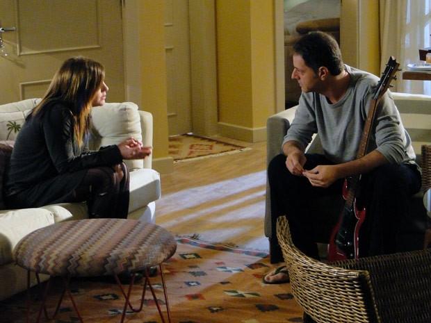 Lia se irrita com tentativa do pai de falar sobre a mãe (Foto: Malhação / TV Globo)