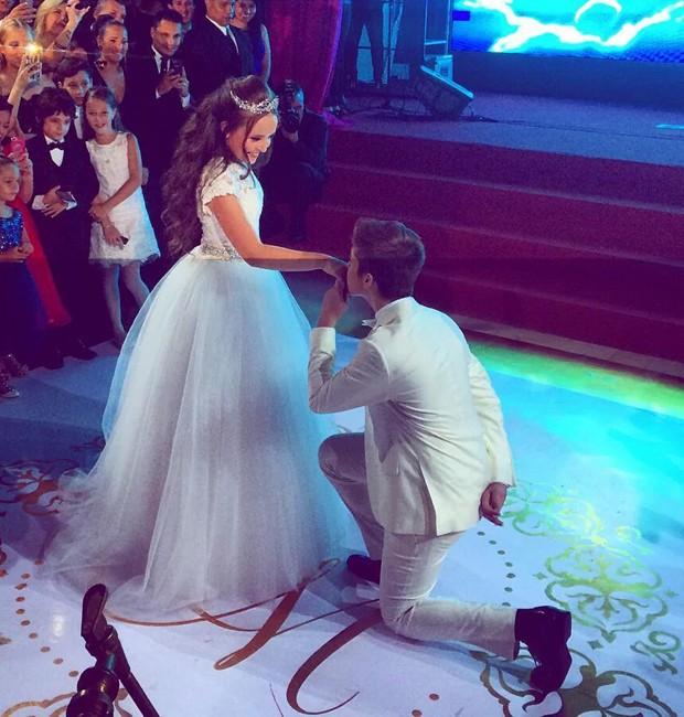 6ec4da0d7e78d Larissa Manoela e o namorado, o ator João Guilherme, seu príncipe em festa  de